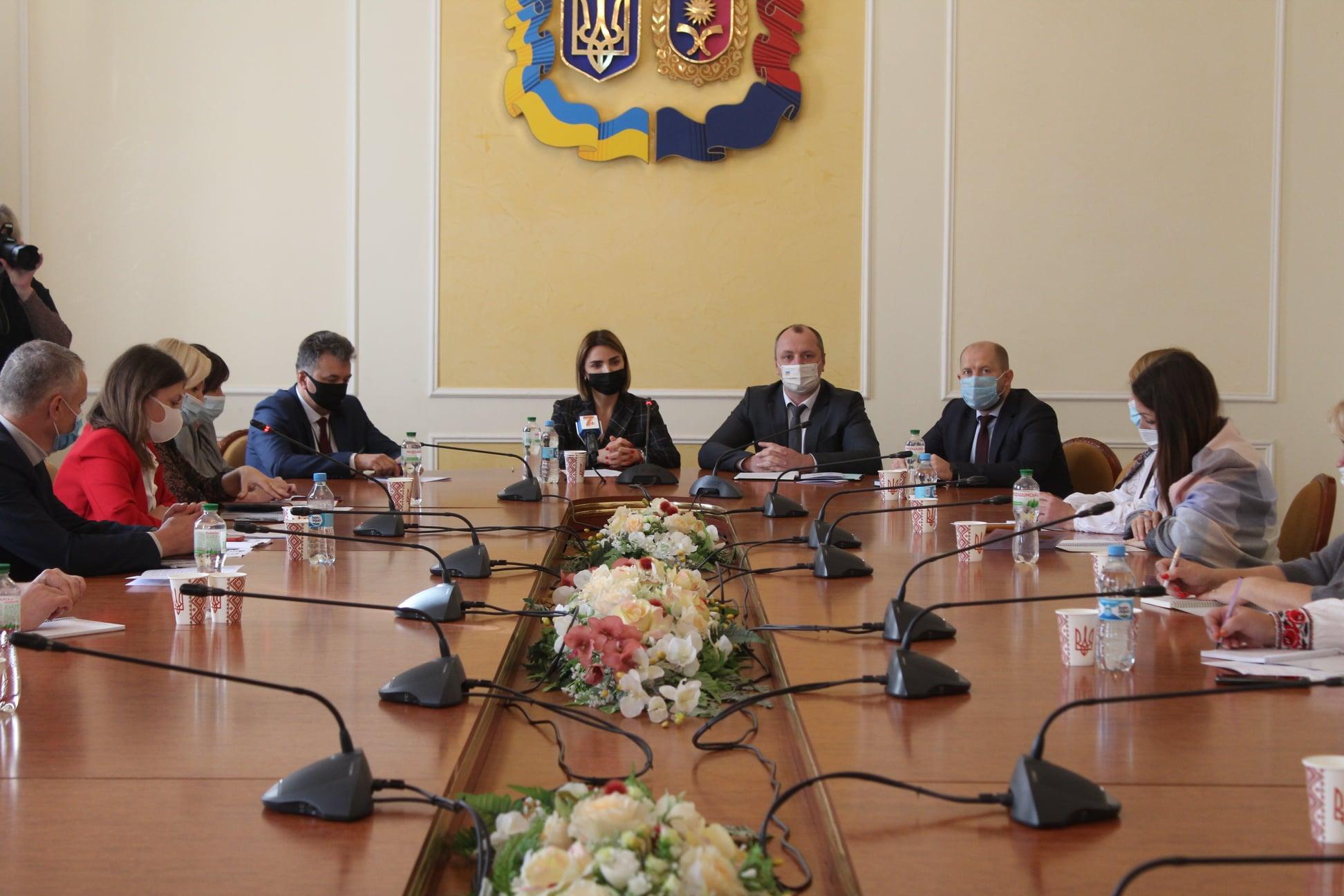 На Хмельниччині розпочався Всеукраїнський семінар-практикум з Національно-патріотичного та туристсько-краєзнавчого виховання молоді
