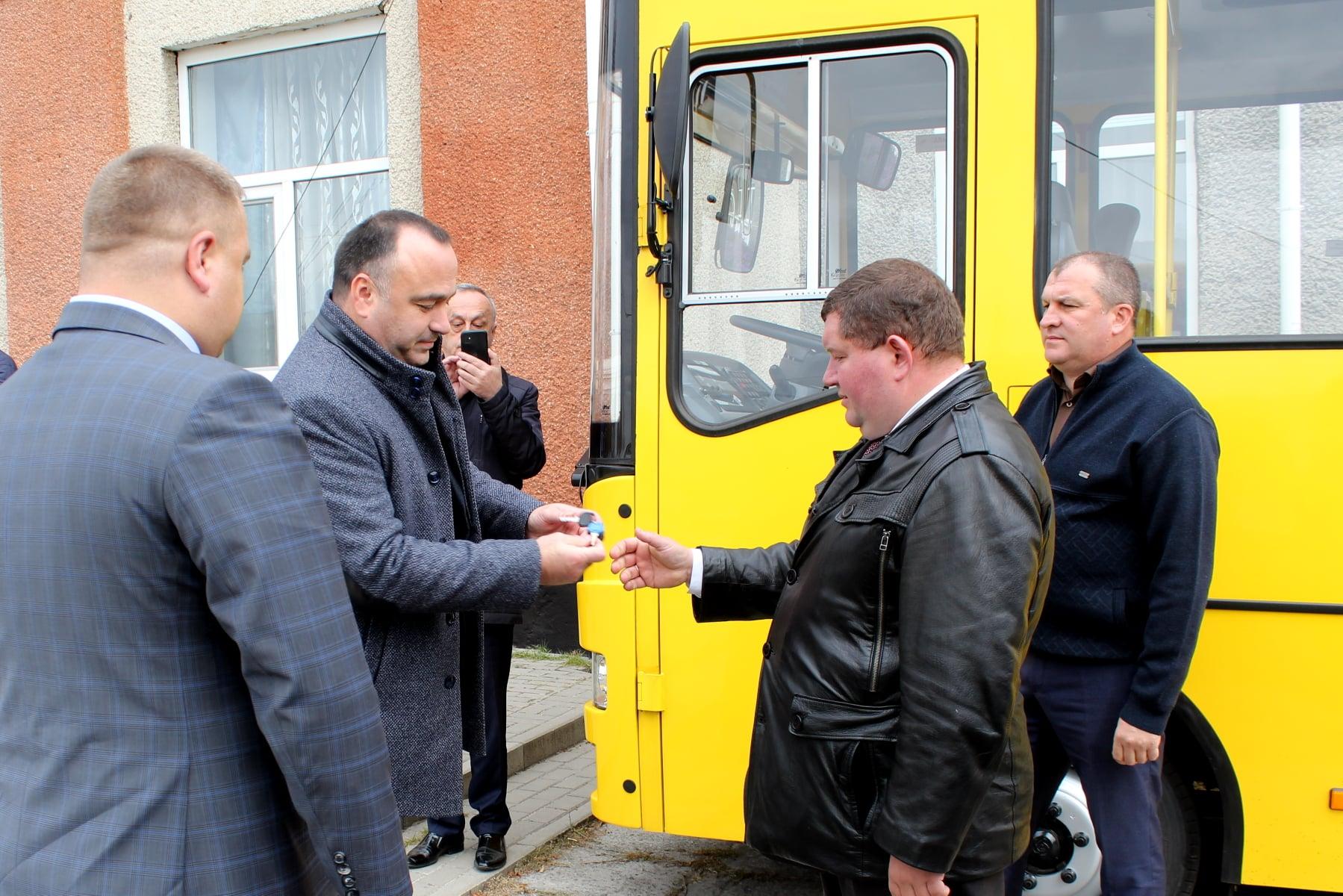 У Плужненській громаді – новенький шкільний автобус